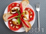Рецепта Салата с домати, чесън и моцарела